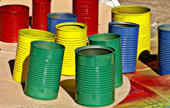 Easy DIY Flower Pot Centerpieces painted cans