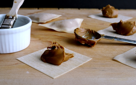 Fried Biscoff Wontons with Strawberry Dipping Sauce Wrappers