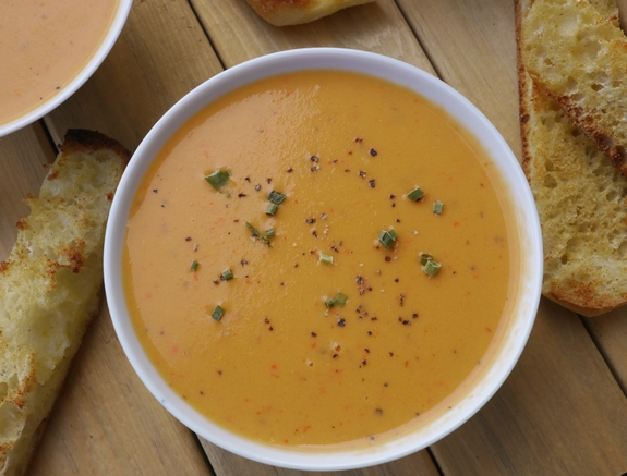 Creamy Red Pepper Coconut soup serve with crunchy bread
