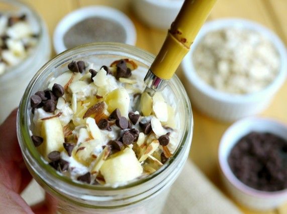 30-Minute-Banana-Almond-Chocolate-Chip-Oats-from-Noble-Pig