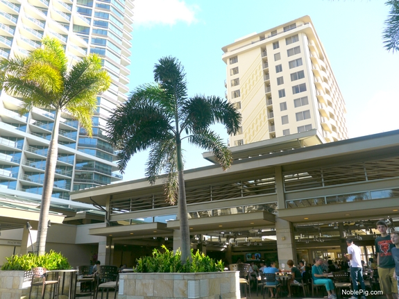 Embassy Suites Waikiki Beach Walk Grqand lanai