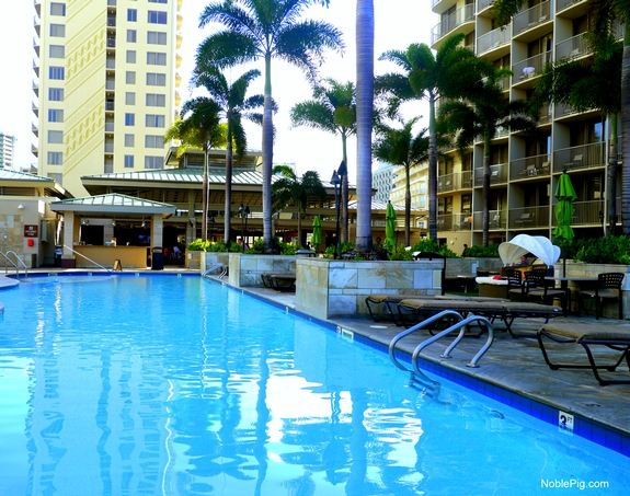 Embassy Suites Waikiki Beach Walk pool 2