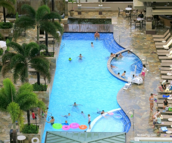 Embassy Suites Waikiki Beach Walk pool