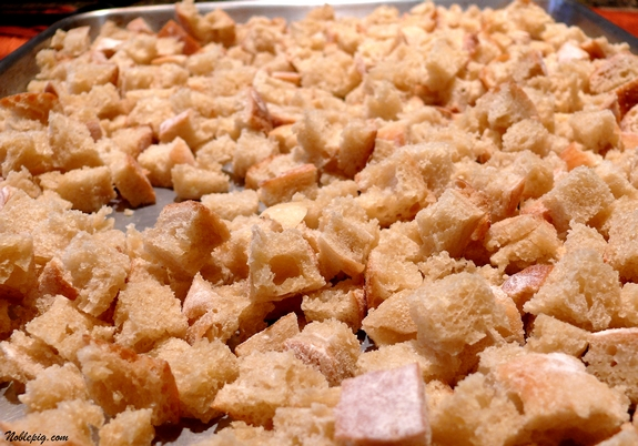 how to make dried bread cubes for stuffing