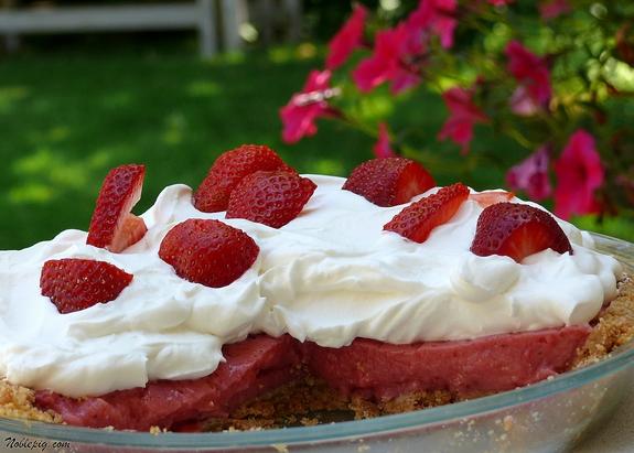 No-Bake Strawberry Cream Pie | Noble Pig