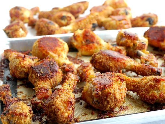 "Video + Recipe: These Potato Chip-Bisquick Oven ""Fried"" Drumsticks are crispy, crunchy and delicious without ever getting out the fryer. It's delicious right out of the oven and throughout the week for leftovers from NoblePig.com. #noblepig #friedchicken #chicken #picnicrecipes #potatochips"