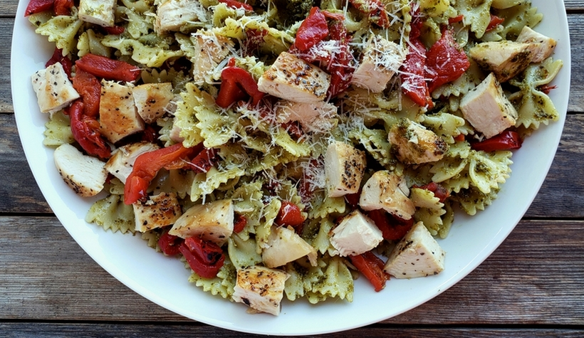 cChicken pesto pasta in a white bowl.