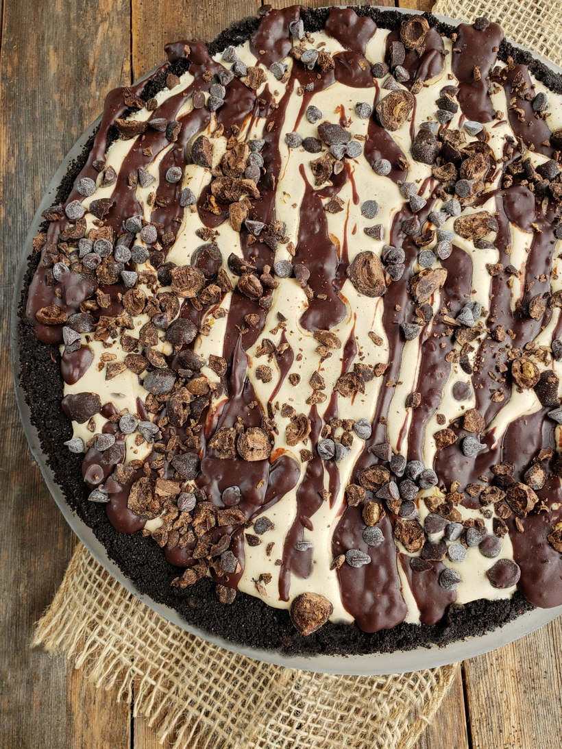 Making dessert does not have to be hard. This Mud Pie recipe is the perfect sweet ending to your next meal. #noblepig #mudpie #pie #frozendessert #icecreamcake #coffeeicecream