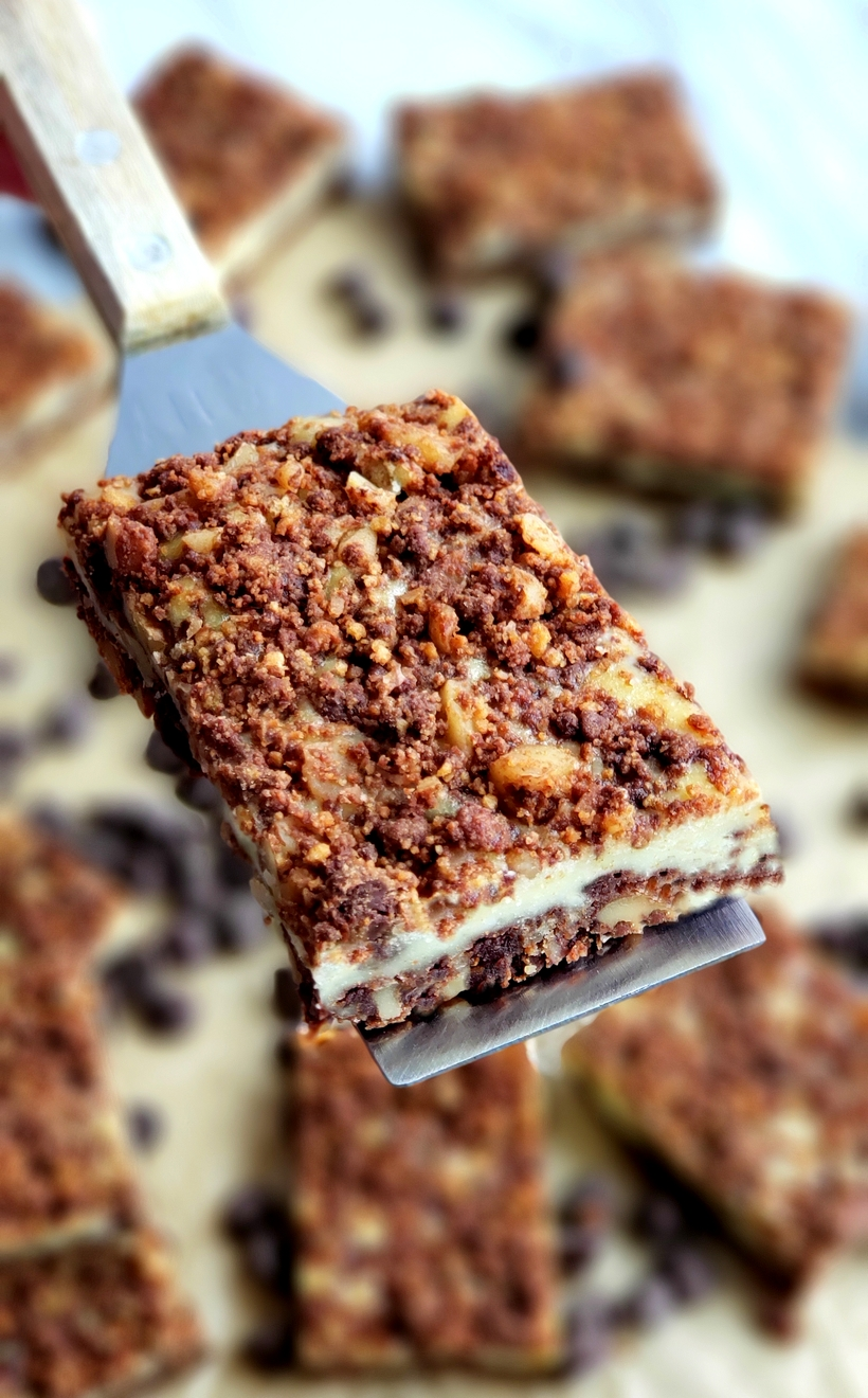 Perfect for any occasion, these Chocolate Cream Cheese Bars feature a unique chocolate graham cracker crust and topping, with a creamy middle layer. #creamcheesedessert
