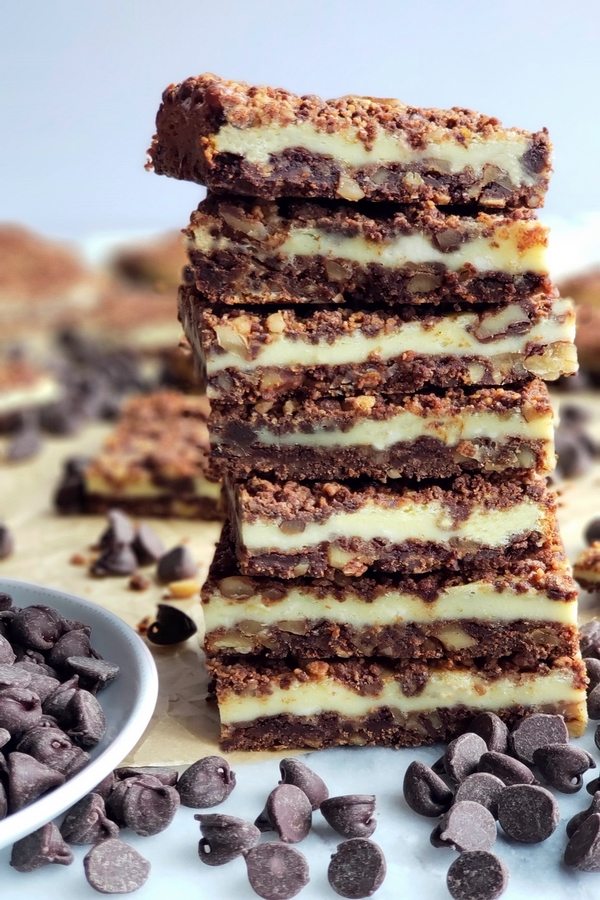 Perfect for any occasion, these Chocolate Cream Cheese Bars feature a unique chocolate graham cracker crust and topping, with a creamy middle layer.#creamcheesedessert