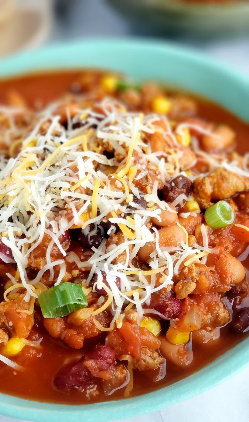 This Low Calorie Turkey Chili is so jammed with flavor, you'll forget you are eating something healthy. #turkeychili #healthydinner