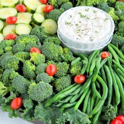 Christmas wreath vegetable tray